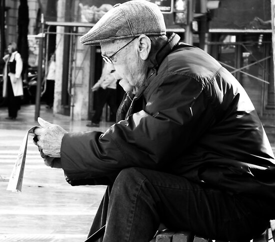 A moment to catch up with the news.. by Berns