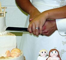 Cutting of the cake by bozette