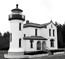 Admiralty Head Lighthouse by Harry Snowden