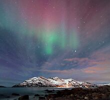 Aurora Borealis at the beach by Frank Olsen