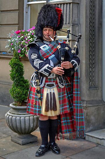 The Wedding Piper by Tom Gomez