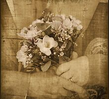 Golden wedding posy by almaalice