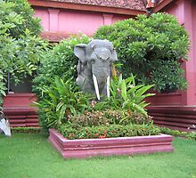 Elephant statue by machka