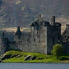 Kilchurn Castle by JamesTH