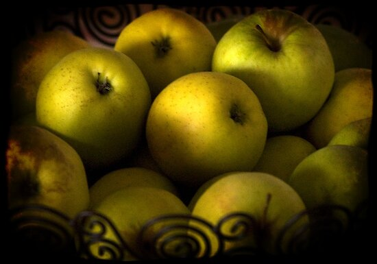 Still life with apples by kilmann