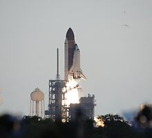 Launch of Endeavour on STS-134 by chibiphoto