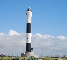 Old Dungeness Lighthouse by HelenVidler