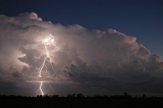 Basé sur l'ordre alphabétique, tout ce qui vous passe par la tête. - Page 39 Work.1541542.2.flat,550x550,075,f.coraki-thunderstorm-and-lightning